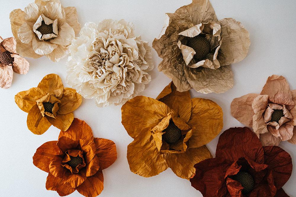Fabrication fond photocall fleur en papier Lokta