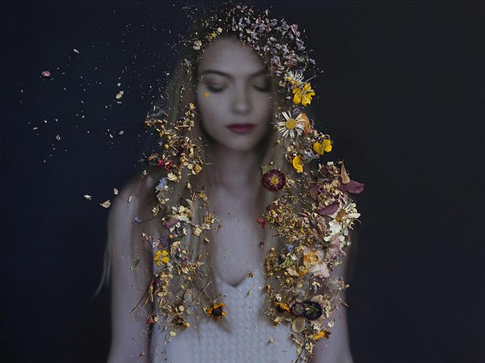 Marie Delagnes - photographie avec fleurs