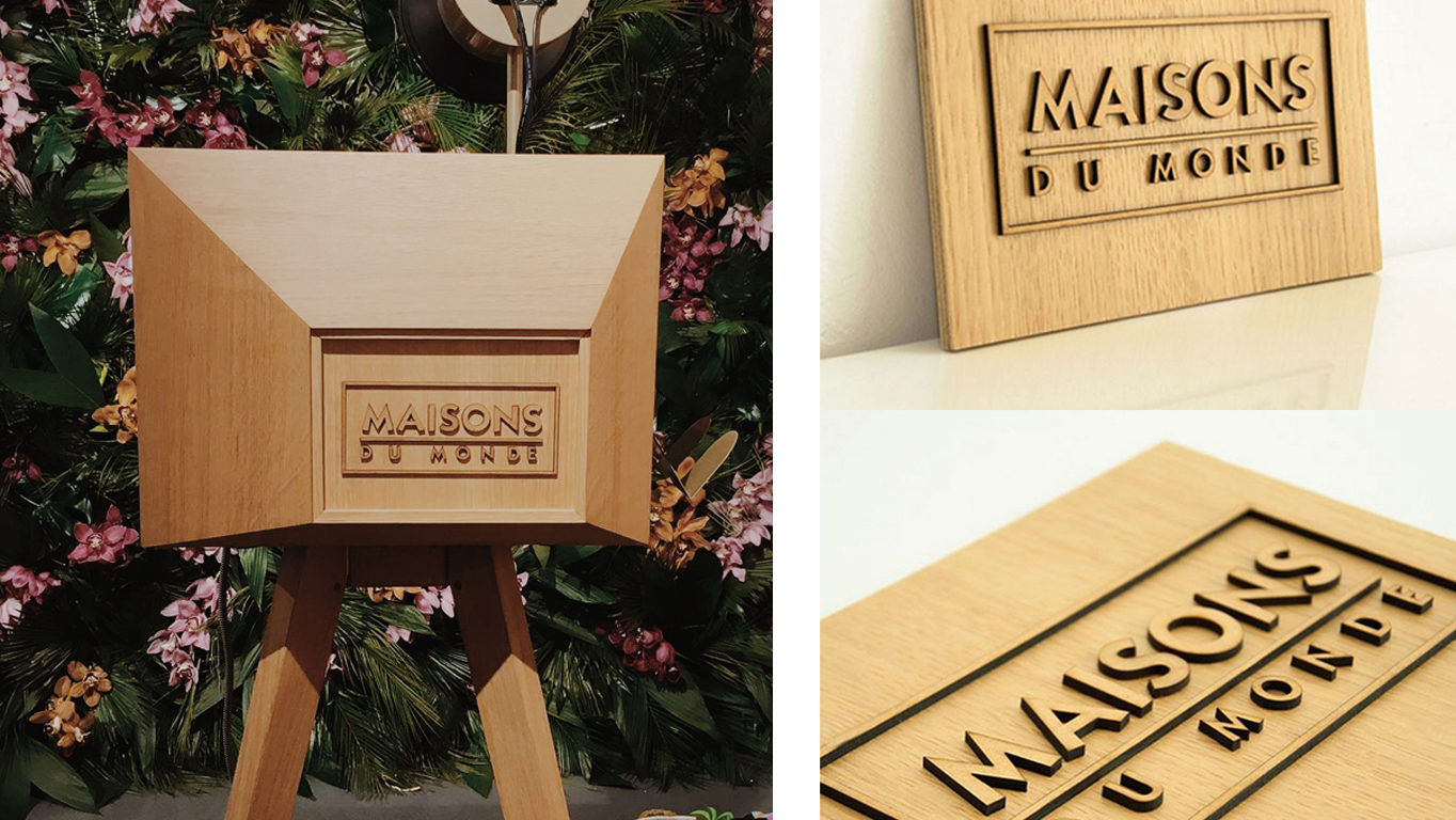 Borne photo en bois avec logo personnalisé gravé et découpé